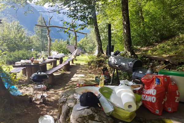 kraljev_hrib_kamniska_bistrica_restaurant_paintball_camping_hostel_rooms_00276A1F2DEC-BF02-DCA5-8AEB-5C744E809E53.jpg